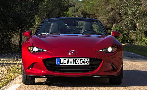 2015_Mazda_MX-5_ND_2.0_SKYACTIV-G_160_i-ELOOP_Rubinrot-Metallic_Frontalansicht_LED-Scheinwerfer