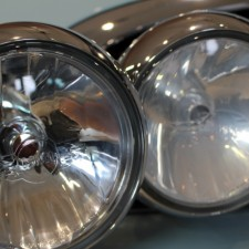【一手間で激変!】BMWミニのアディショナルライト&フェンダーモールを綺麗にしてみました!