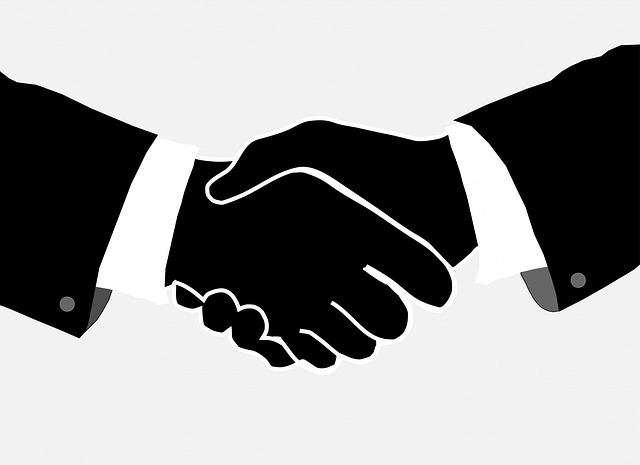handshake-220233_640